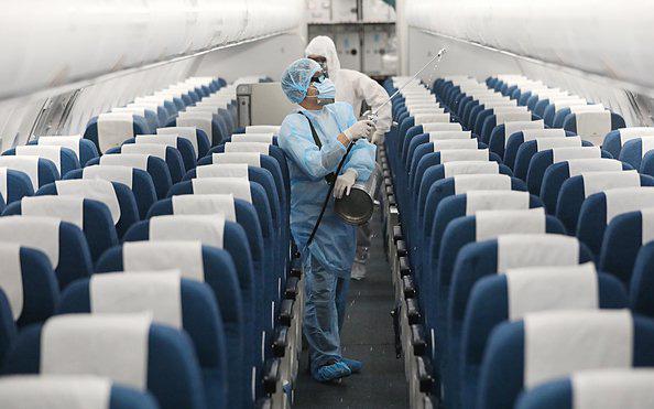 Chuyên gia lý giải trường hợp nam thanh niên Hà Nội mắc COVID-19 khi ngồi gần 2 ca dương tính trên máy bay