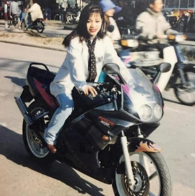 """Dân mạng hào hứng bắt trends """"Đưa mẹ về thanh xuân"""" với loạt ảnh xinh như diễn viên TVB cùng các góc nghiêng cực phẩm của mẹ - Ảnh 13."""