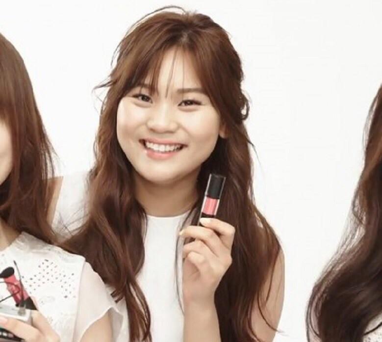Nữ idol từng bị chê xấu nhất lịch sử Kpop, nay đã thăng hạng visual ngoạn mục chỉ nhờ… đổi dáng lông mày - Ảnh 2.