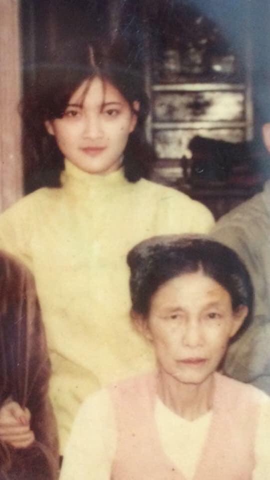 """Dân mạng hào hứng bắt trends """"Đưa mẹ về thanh xuân"""" với loạt ảnh xinh như diễn viên TVB cùng các góc nghiêng cực phẩm của mẹ - Ảnh 10."""