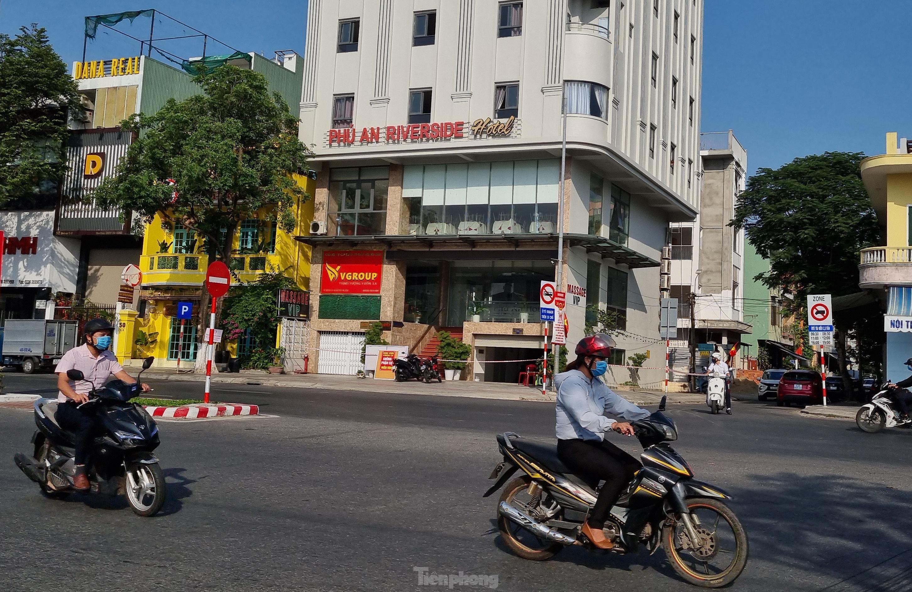 Đà Nẵng: Thêm một nhân viên khu massage trong khách sạn nghi nhiễm COVID-19 - Ảnh 1.
