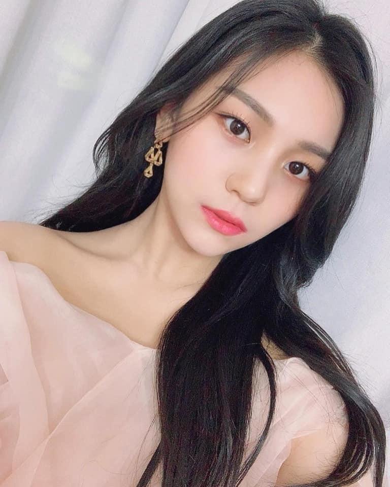 Nữ idol từng bị chê xấu nhất lịch sử Kpop, nay đã thăng hạng visual ngoạn mục chỉ nhờ… đổi dáng lông mày - Ảnh 4.