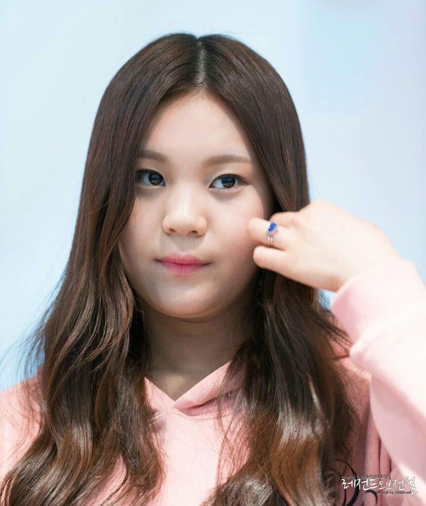 Nữ idol từng bị chê xấu nhất lịch sử Kpop, nay đã thăng hạng visual ngoạn mục chỉ nhờ… đổi dáng lông mày - Ảnh 3.