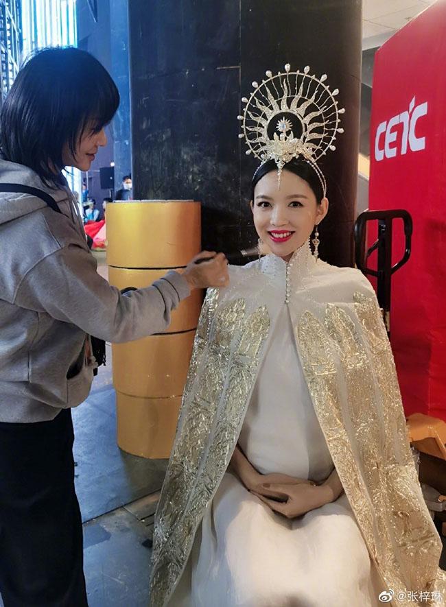 Trầm trồ trước nhan sắc không trang điểm của hoa hậu Trương Tử Lâm khi mang thai lần 2 - Ảnh 8.