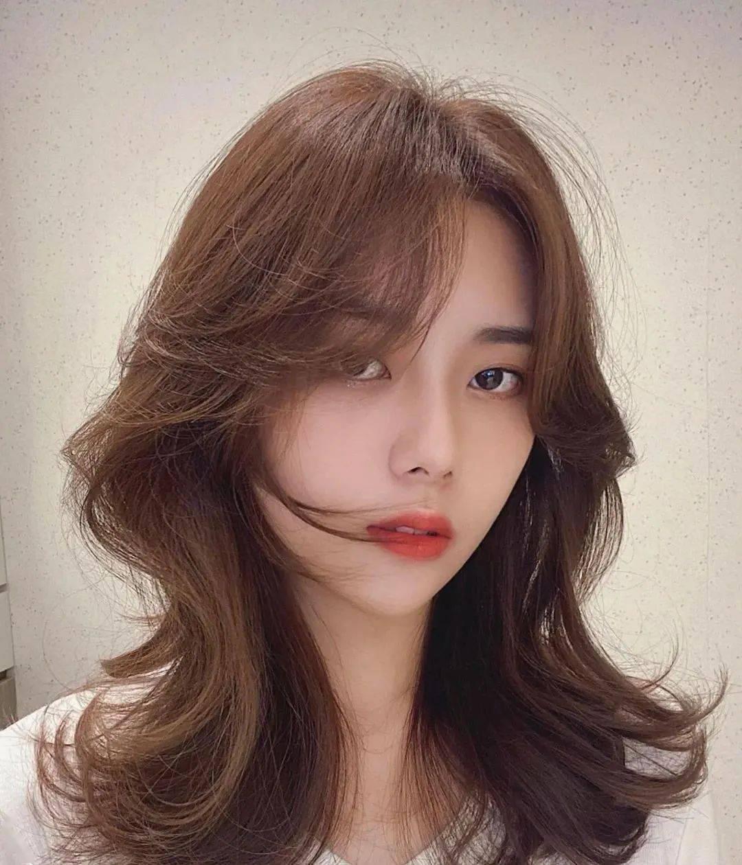 """Tóc xoăn """"đuôi ca"""": Kiểu tóc hết phe tóc dài đến tóc ngắn đều mê - Ảnh 3."""