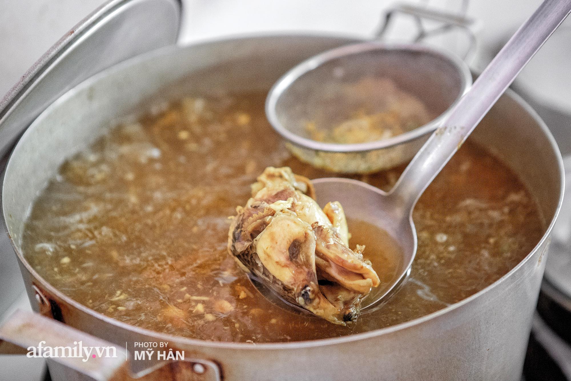 Không phải đầu bếp, nhưng hai thầy cô giáo ở miền Tây đã làm nên món ăn được xác lập kỷ lục 50 món đặc sản nổi tiếng nhất Việt Nam, bất ngờ về người nắm giữ công thức bí mật! - Ảnh 5.
