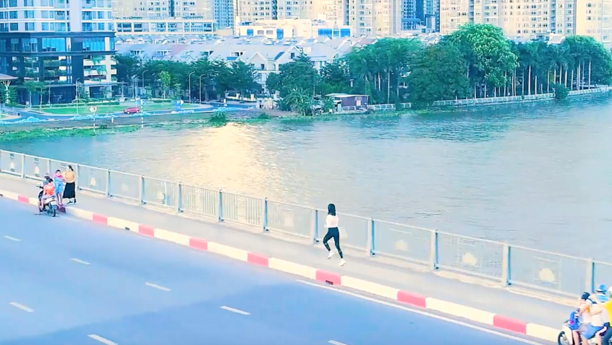 Đúng là gà nhà có khác, Thúy Ngân được Running Man đầu tư hẳn clip quay khắp Sài Gòn, còn dùng cả flycam! - Ảnh 5.
