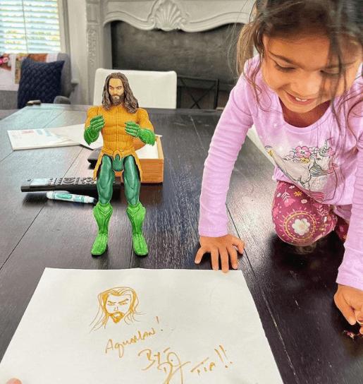 """Con gái hâm mộ Aquaman, gã khổng lồ """"The Rock"""" đã làm 1 việc mừng sinh nhật khiến con sướng rơn - Ảnh 2."""