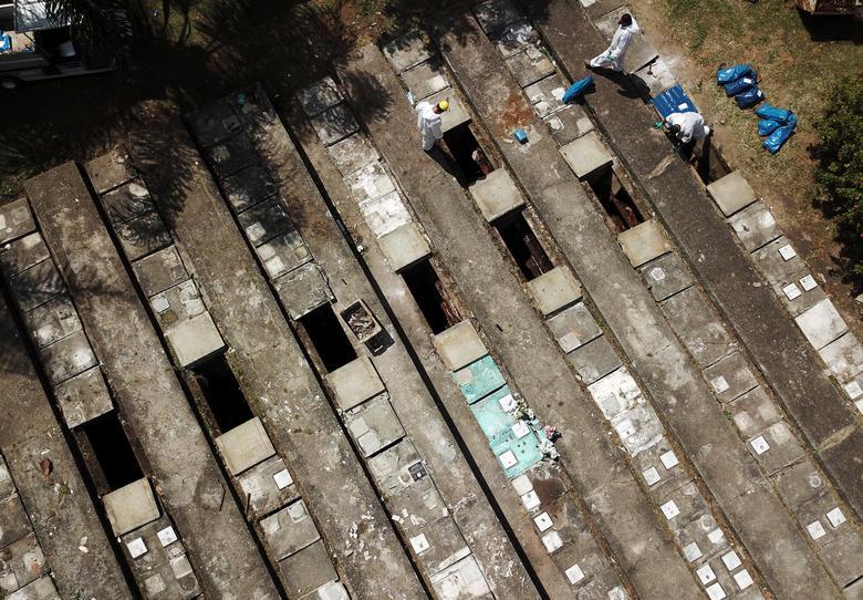 """Những hình ảnh khiến cả thế giới rùng mình ở nơi ổ dịch chết chóc tang thương không kém """"địa ngục Covid-19"""" Ấn Độ, hơn 4.000 người chết mỗi ngày - Ảnh 15."""
