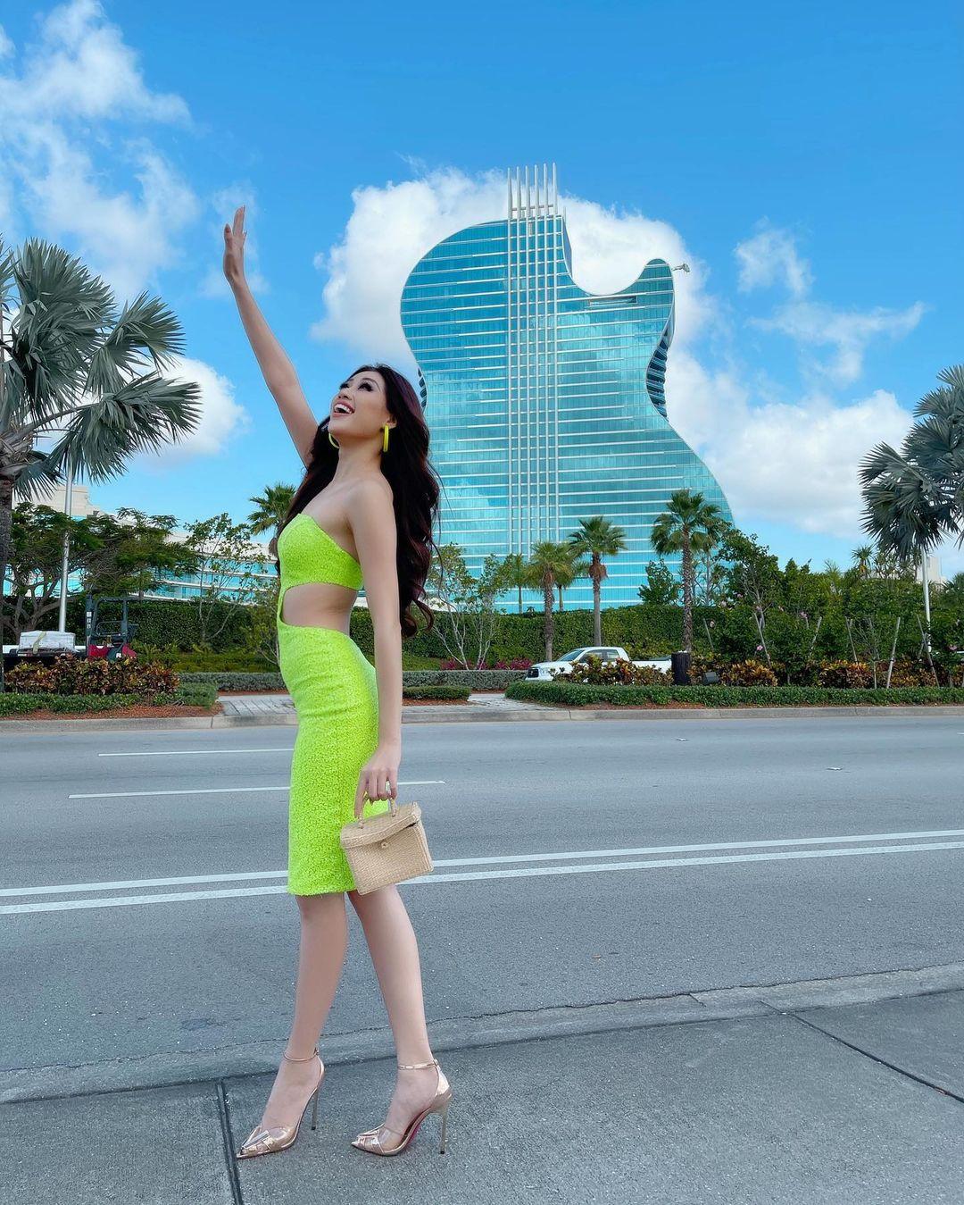 Netizen xỉu ngang với số outfit của Khánh Vân: 5 ngày mặc 8 set đẹp đỉnh, định san phẳng Miss Universe luôn hay gì? - Ảnh 5.