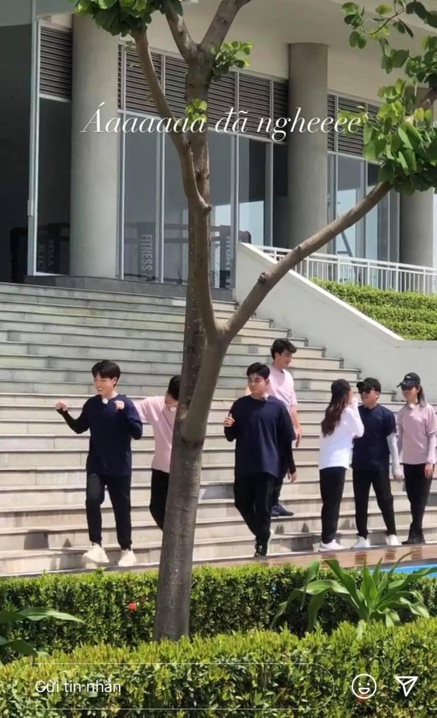 """Ngô Kiến Huy, Thúy Ngân đồng loạt khoe ảnh cơ thể bầm dập, netizen nôn nao chờ xem những màn xé bảng tên khốc liệt ở """"Running Man Vietnam"""" - Ảnh 4."""