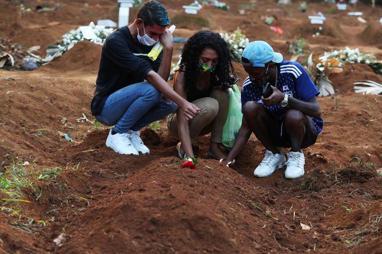 """Những hình ảnh khiến cả thế giới rùng mình ở nơi ổ dịch chết chóc tang thương không kém """"địa ngục Covid-19"""" Ấn Độ, hơn 4.000 người chết mỗi ngày - Ảnh 8."""