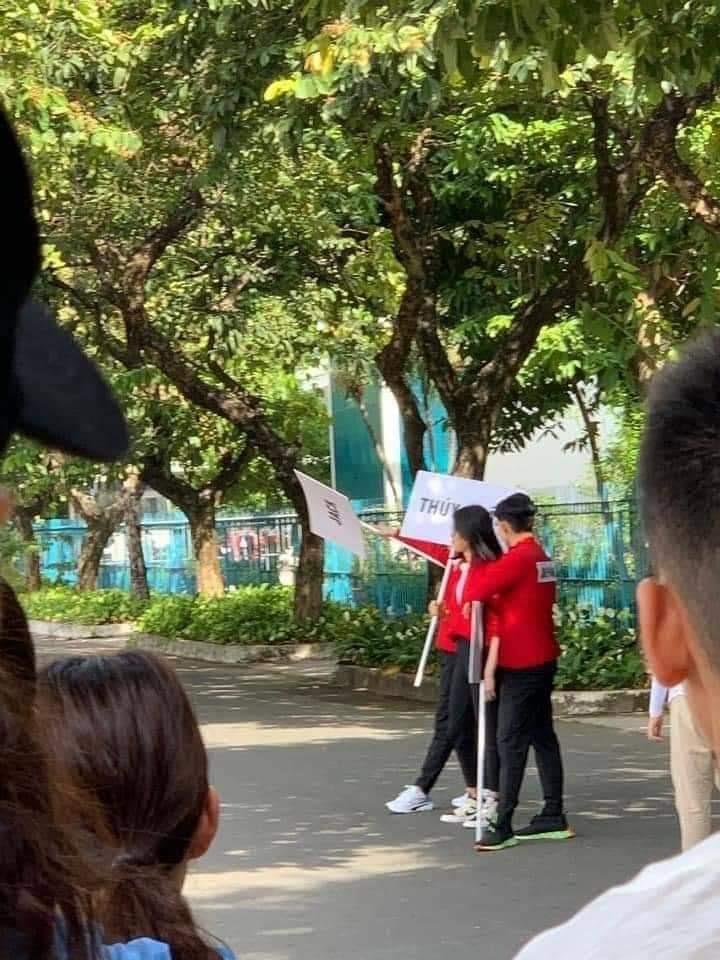 """Ngô Kiến Huy, Thúy Ngân đồng loạt khoe ảnh cơ thể bầm dập, netizen nôn nao chờ xem những màn xé bảng tên khốc liệt ở """"Running Man Vietnam"""""""