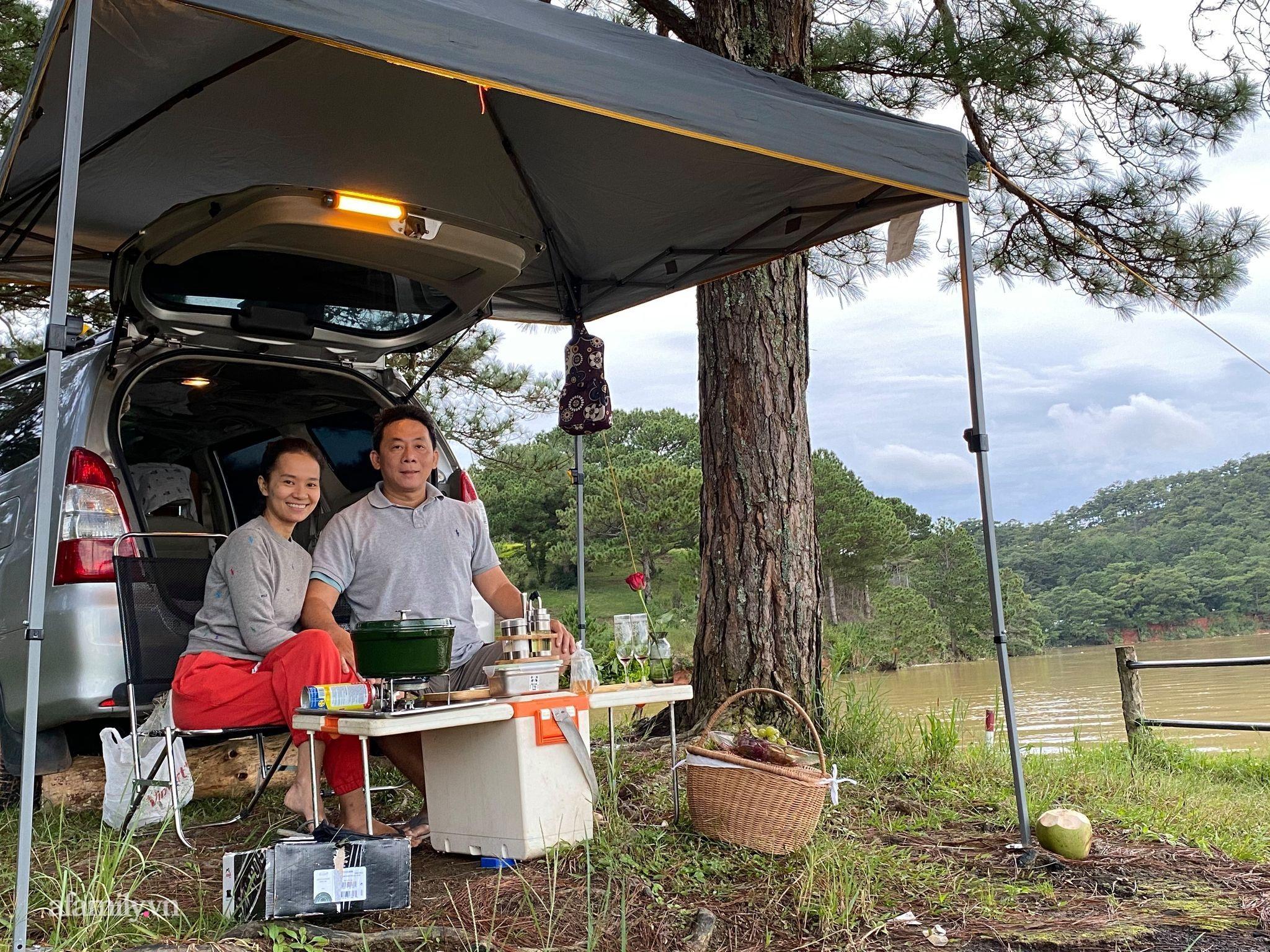 Cặp vợ chồng biến ô tô thành lều trại đi camping khắp nơi, tiện đâu ngủ đó mà sang trọng không thua khách sạn - Ảnh 2.