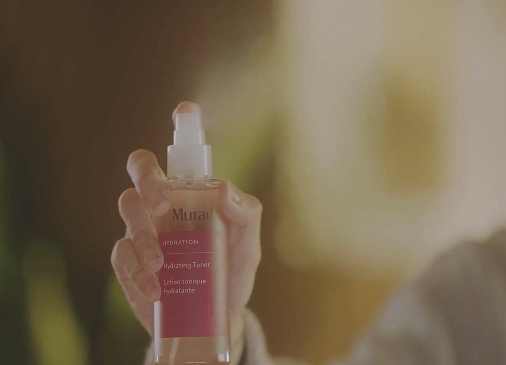 """Bật mí về chai Hydrating Toner xuất hiện trong MV """"Muộn Rồi Mà Sao Còn"""" của Nghệ Sĩ Sơn Tùng M-TP - Ảnh 1."""
