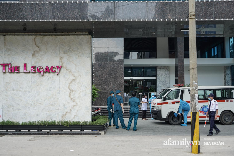 Hà Nội: Thai phụ mắc COVID-19 ở chung cư The Legacy được lực lượng chức năng đưa tới khu cách ly, điều trị - Ảnh 4
