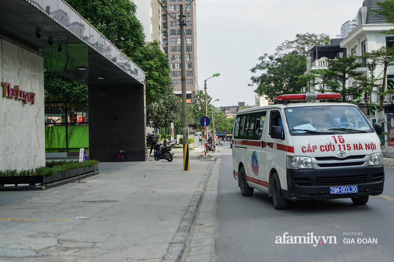 Hà Nội: Thai phụ mắc COVID-19 ở chung cư The Legacy được lực lượng chức năng đưa tới khu cách ly, điều trị - Ảnh 12