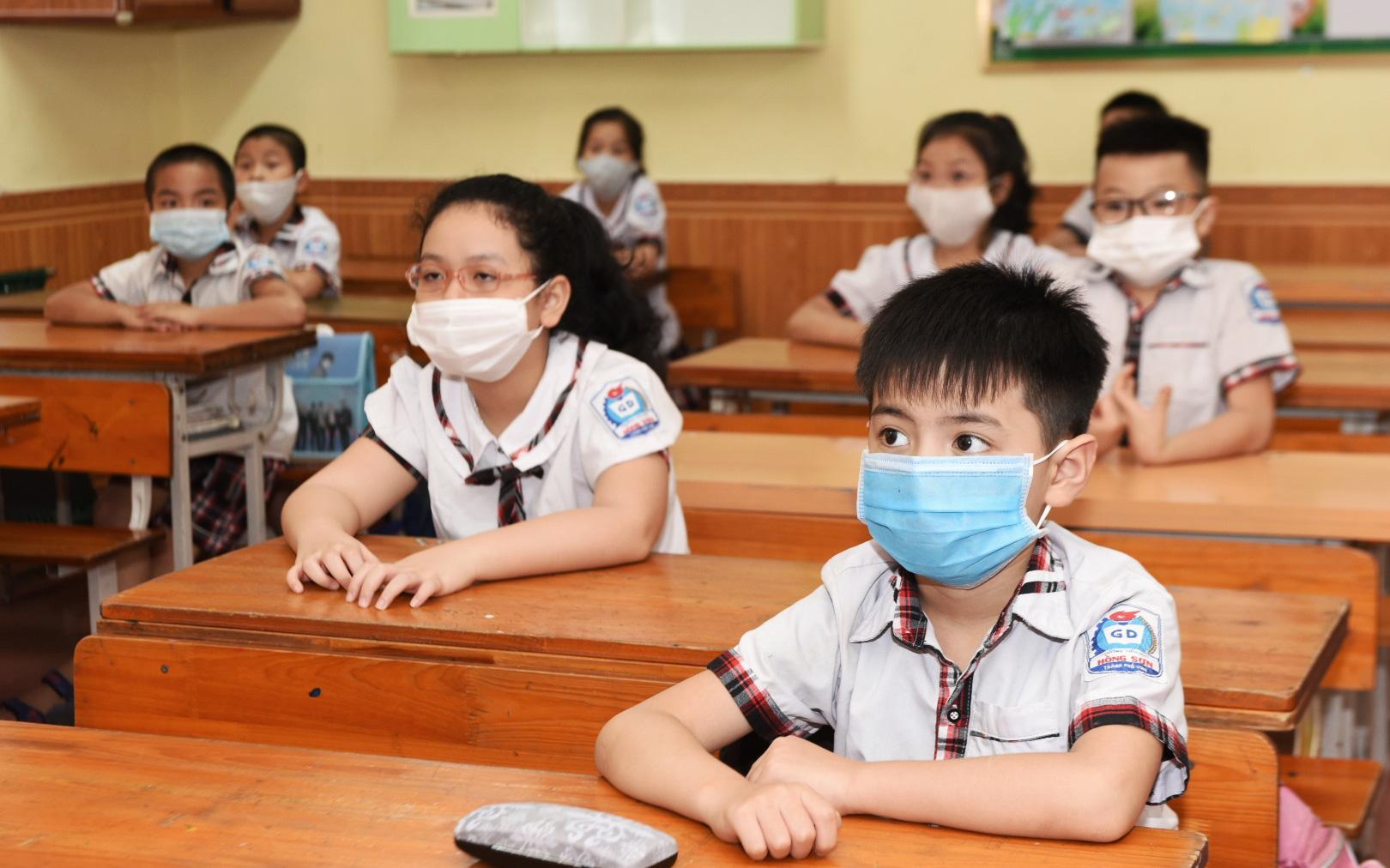 Ngày 10/5: Danh sách 37 tỉnh thành thông báo cho học sinh tạm dừng đến trường để phòng chống dịch