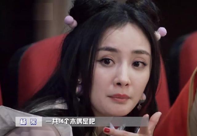 """Nhìn những hình ảnh này, cư dân mạng khuyên Dương Mịch đừng nên """"chấp niệm"""" với phong cách thiếu nữ nữa."""