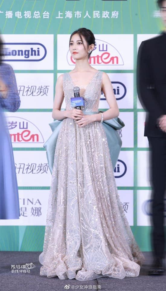 """""""Bóc trần"""" nhan sắc thật của dàn mỹ nhân Hoa ngữ tại lễ bế mạc giải thưởng đình đám Cbiz hôm nay - Ảnh 7."""