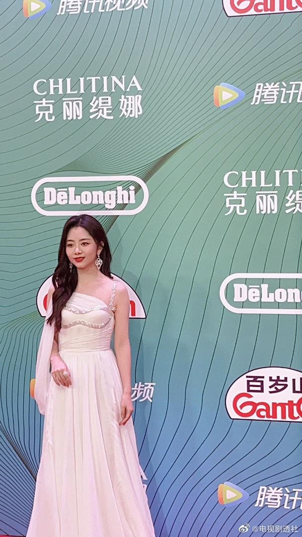 """""""Bóc trần"""" nhan sắc thật của dàn mỹ nhân Hoa ngữ tại lễ bế mạc giải thưởng đình đám Cbiz hôm nay - Ảnh 3."""
