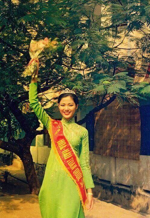 Những hình ảnh đẹp của Hoa hậu Thu Thuỷ thời sinh viên, tiết lộ của cô giáo cũ khiến ai cũng xót xa cho một đoá hoa tươi thắm - Ảnh 3.