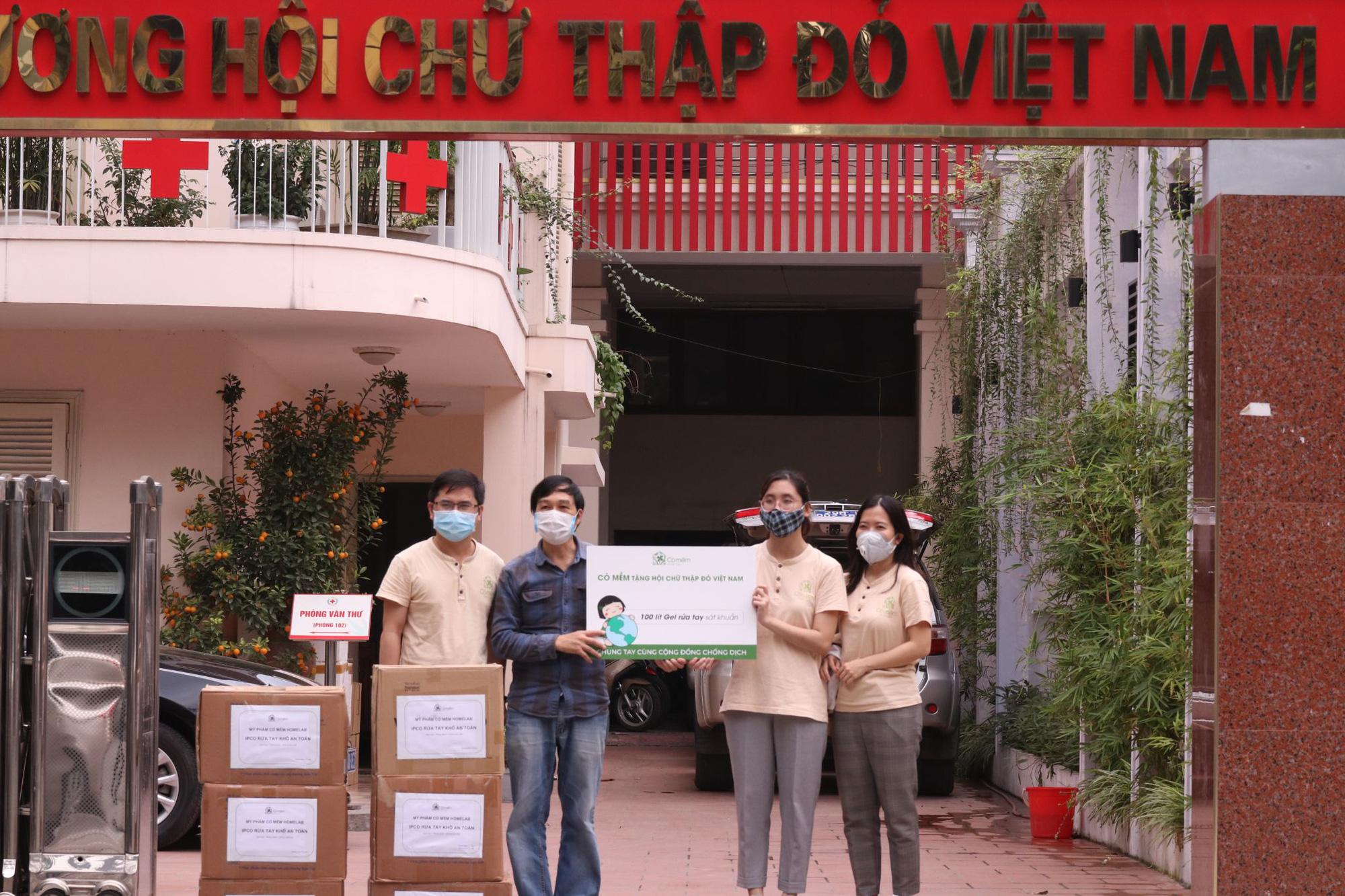 Mỹ phẩm Cỏ Mềm ủng hộ hơn 200 triệu đồng vào Quỹ vaccine phòng COVID-19, mua vaccine cho CBNV - Ảnh 3.