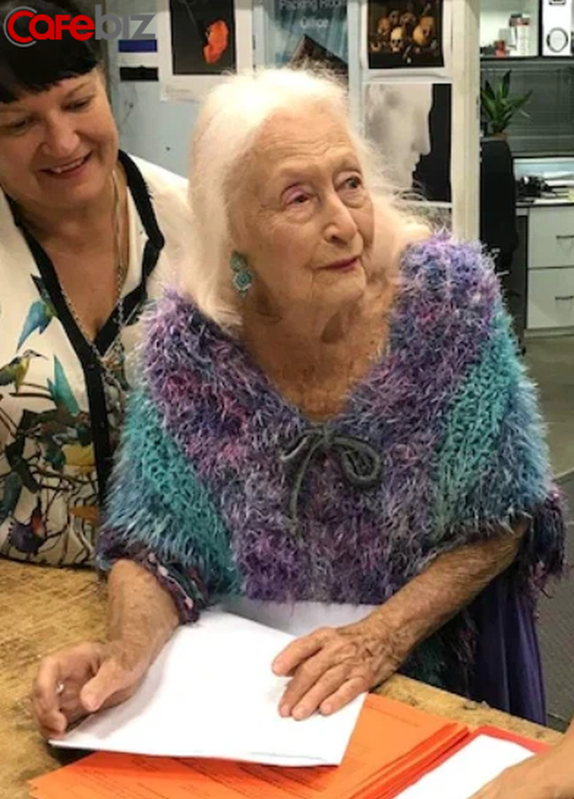 Bí quyết sống thọ của cụ bà 106 tuổi: Không kết hôn, không mua nhà, chỉ tập trung nhảy múa hưởng thụ cuộc sống - Ảnh 4.