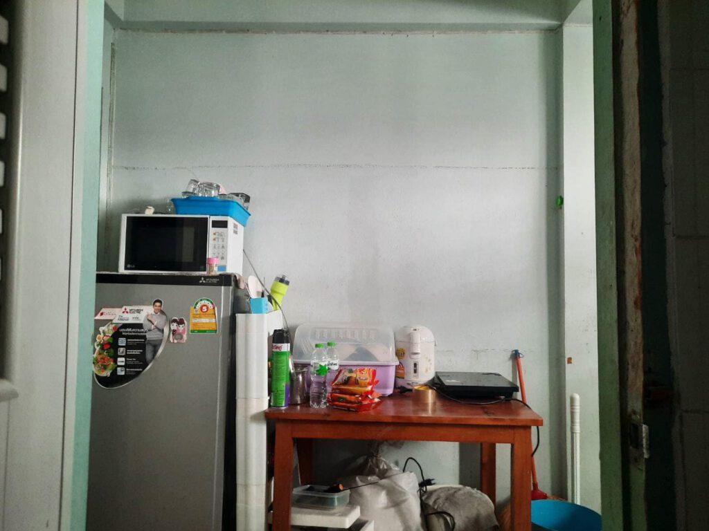 Vợ chồng mới cưới thuê nhà cũ kỹ và cải tạo thành không gian tối giản đầy cuốn hút - Ảnh 9.