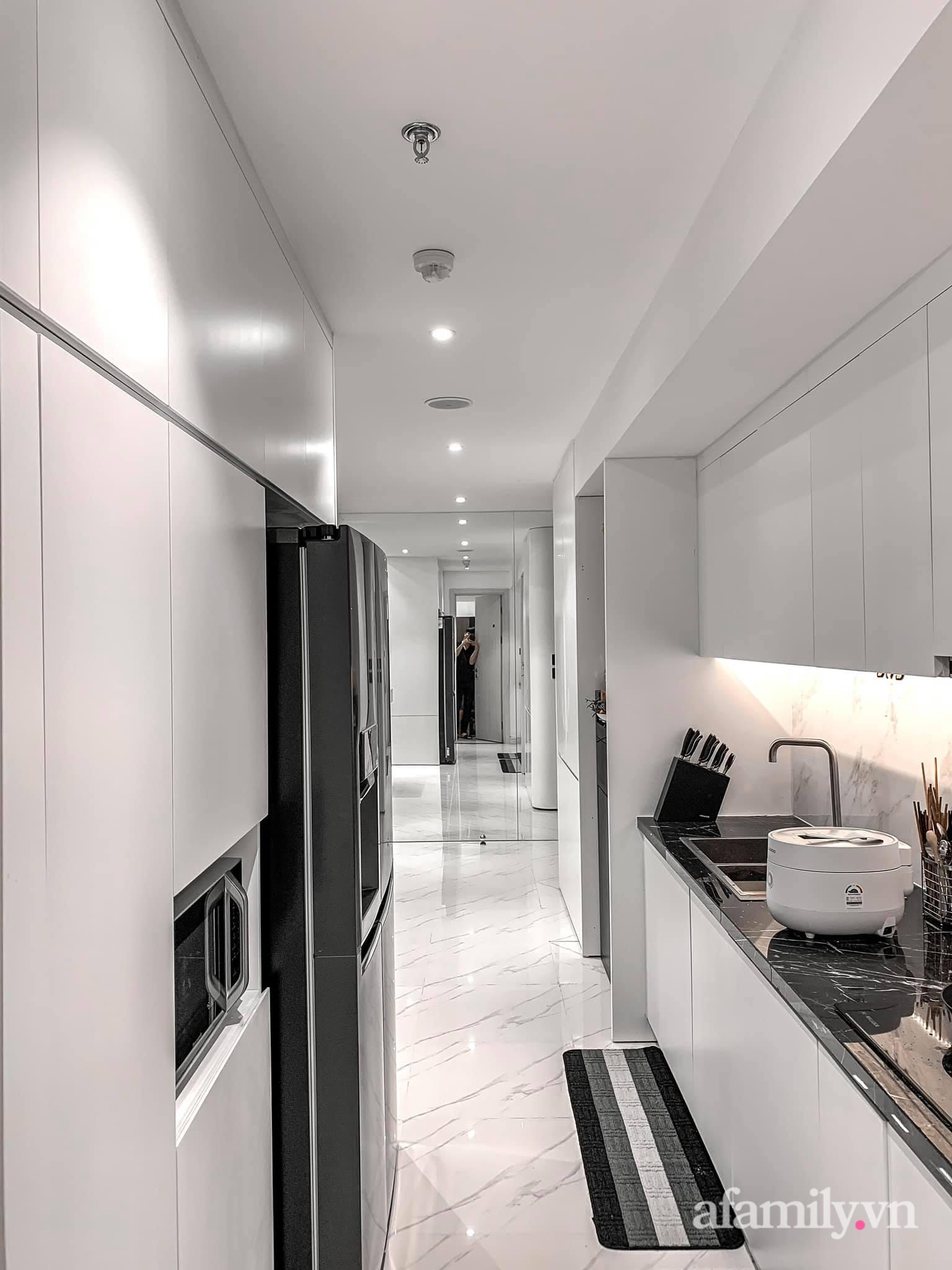 Căn hộ 125m² với gam màu tối cực chất của cặp vợ chồng yêu thời trang ở Hà Nội - Ảnh 17.