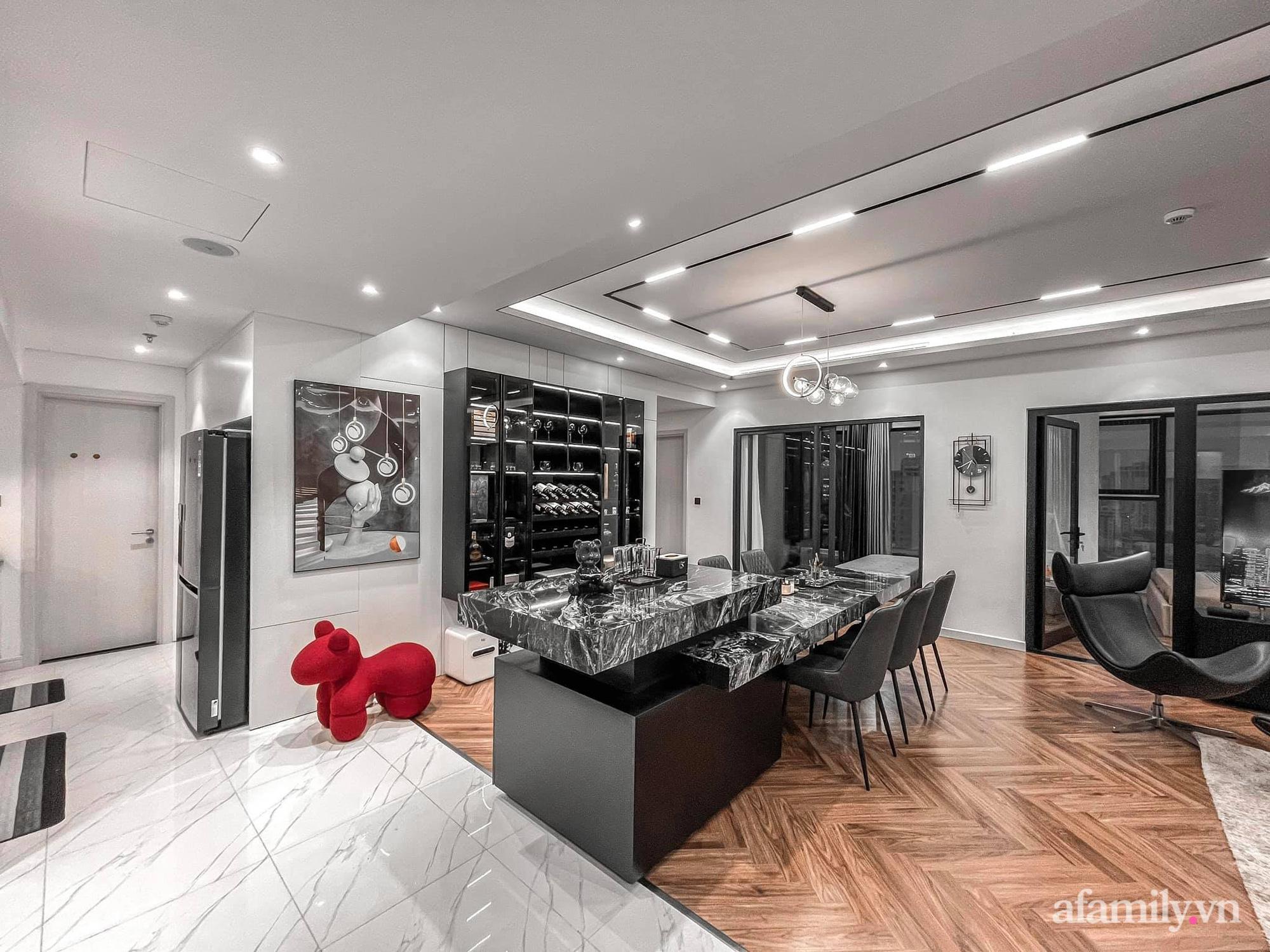 Căn hộ 125m² với gam màu tối cực chất của cặp vợ chồng yêu thời trang ở Hà Nội - Ảnh 12.
