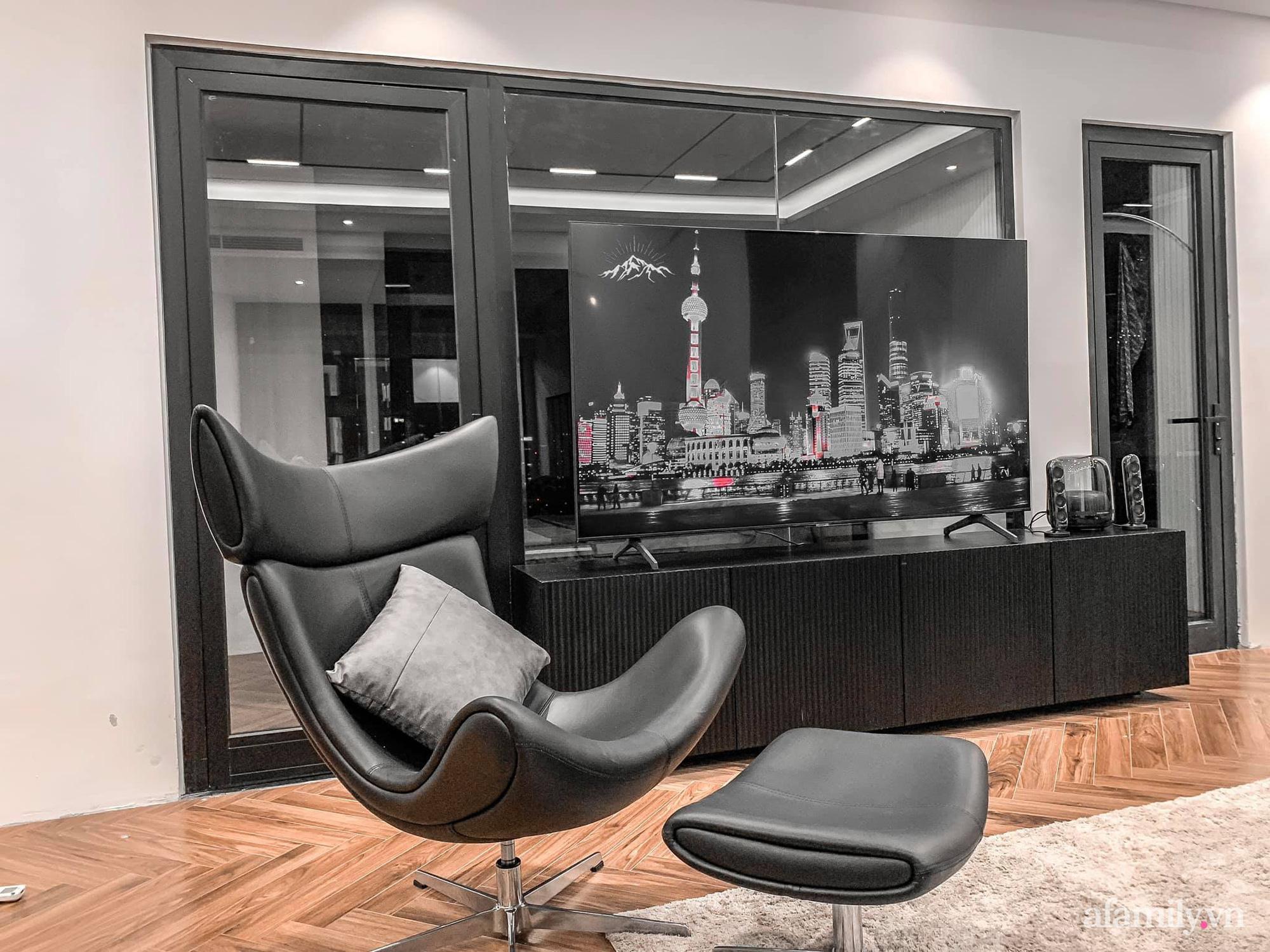Căn hộ 125m² với gam màu tối cực chất của cặp vợ chồng yêu thời trang ở Hà Nội - Ảnh 7.