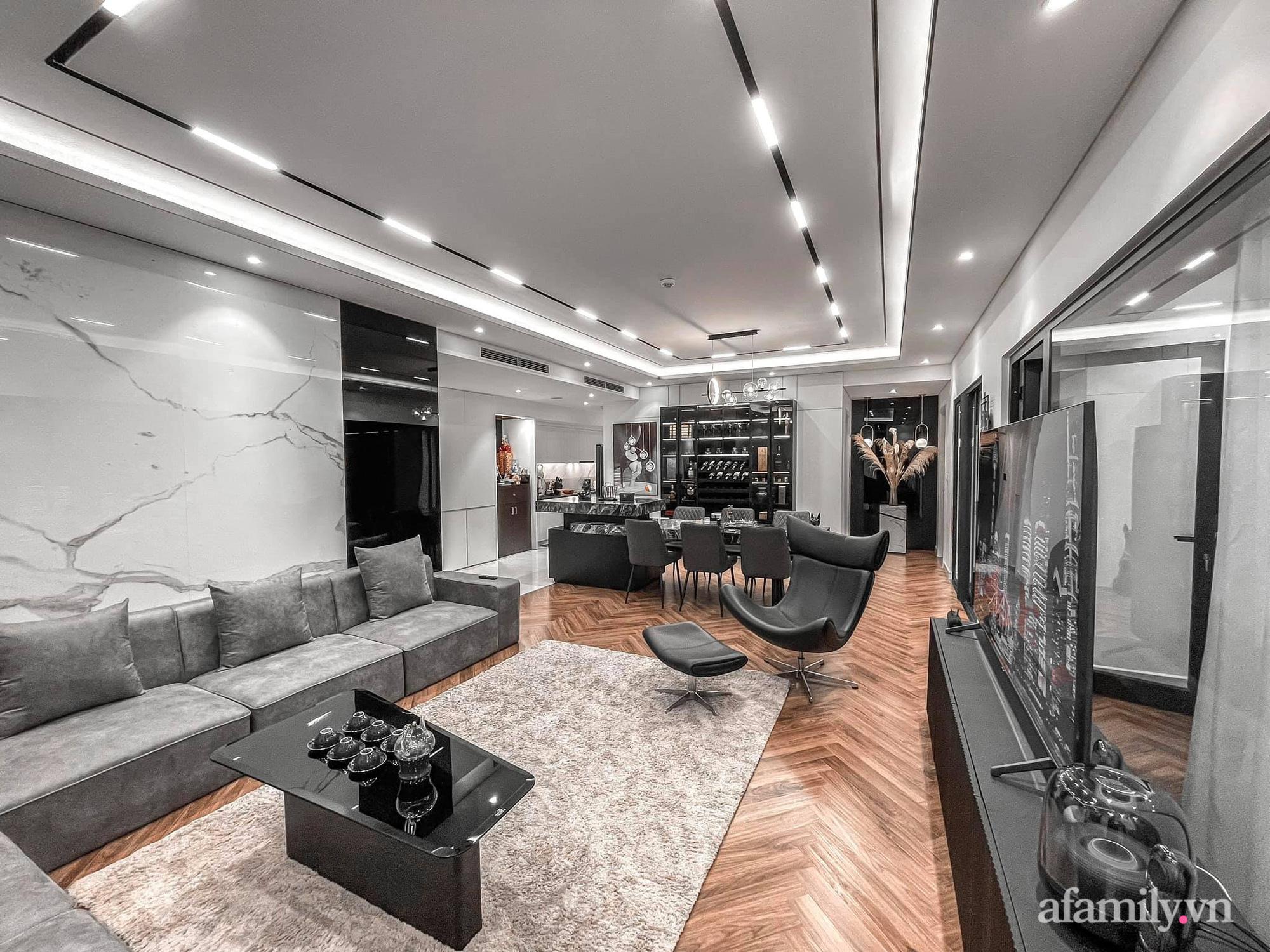 Căn hộ 125m² với gam màu tối cực chất của cặp vợ chồng yêu thời trang ở Hà Nội - Ảnh 9.