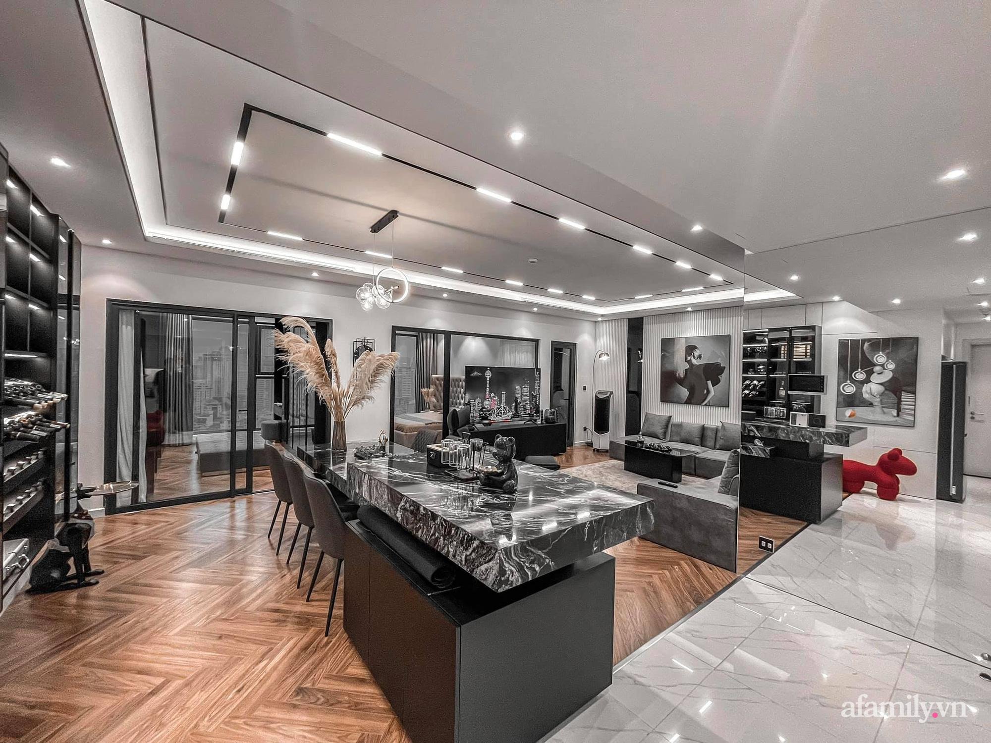 Căn hộ 125m² với gam màu tối cực chất của cặp vợ chồng yêu thời trang ở Hà Nội - Ảnh 10.