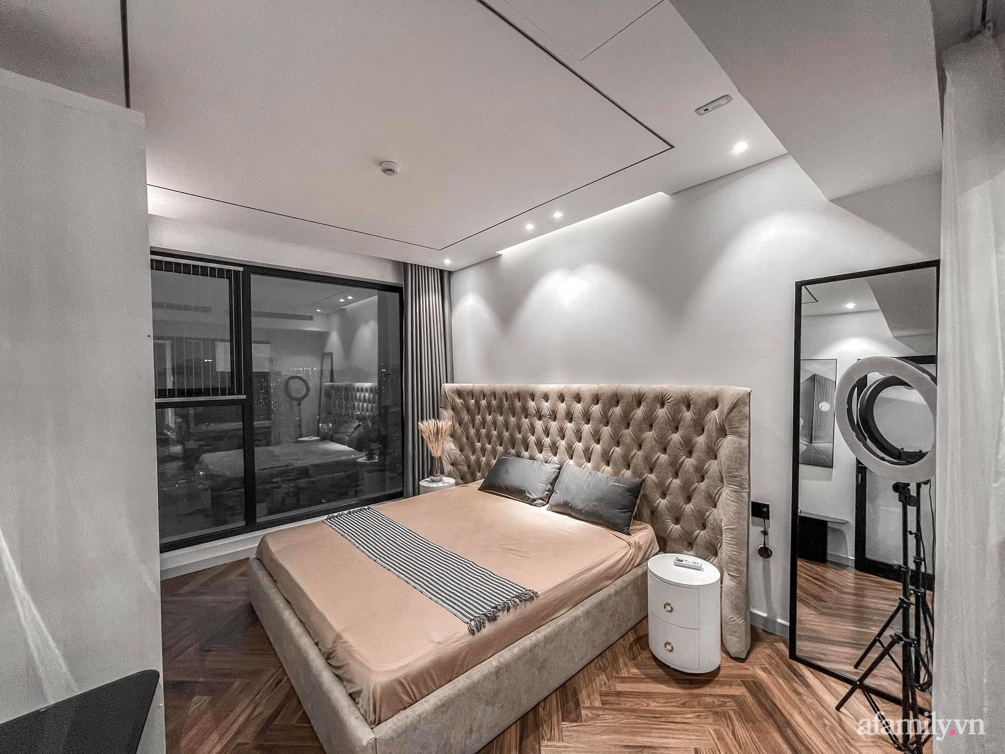 Căn hộ 125m² với gam màu tối cực chất của cặp vợ chồng yêu thời trang ở Hà Nội - Ảnh 23.