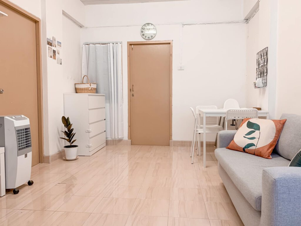 Vợ chồng mới cưới thuê nhà cũ kỹ và cải tạo thành không gian tối giản đầy cuốn hút - Ảnh 3.