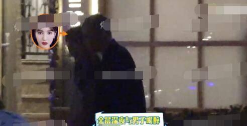 """""""Tình cũ Đặng Luân"""" Kim Thần bị bắt gặp khóa môi """"bạn thân lâu năm"""" trên xe - Ảnh 2."""