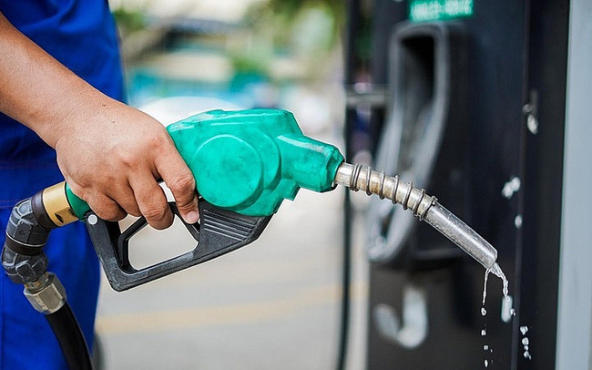 Giá xăng tăng hơn 620 đồng/lít, lên cao nhất 16 tháng - Ảnh 1.