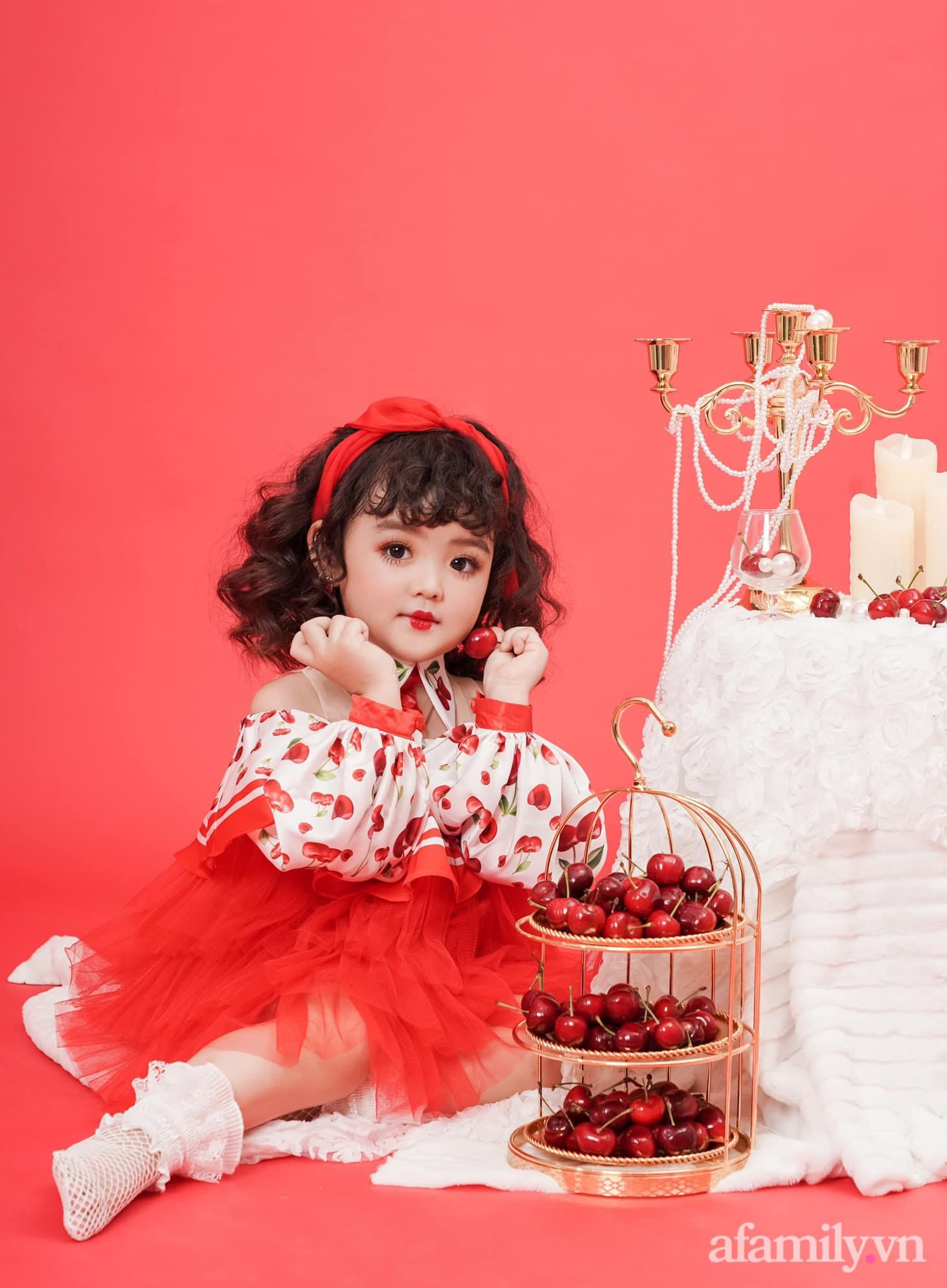 Con gái mới 4 tuổi đã có thu nhập 60 triệu đồng/tháng, mẹ trẻ Hà Nội trải lòng về cuộc sống thật của con phía sau ánh hào quang - Ảnh 1.