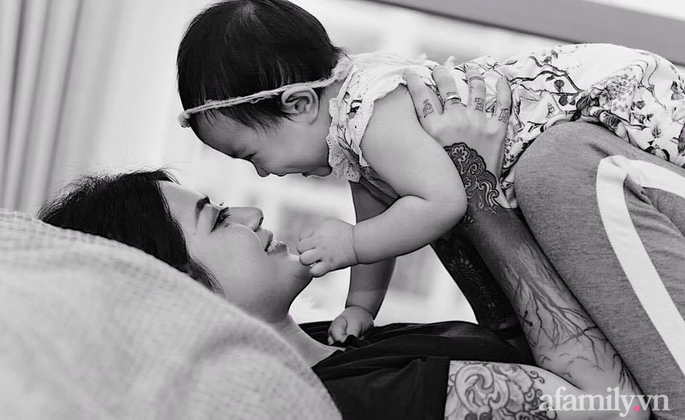"""Chuyện làm mẹ của nữ thợ xăm xinh đẹp: Con gái phản ứng bất ngờ trước những hình xăm trên cơ thể mẹ, nổi tiếng """"dị"""" nhưng quan điểm nuôi con cực hay - Ảnh 3."""