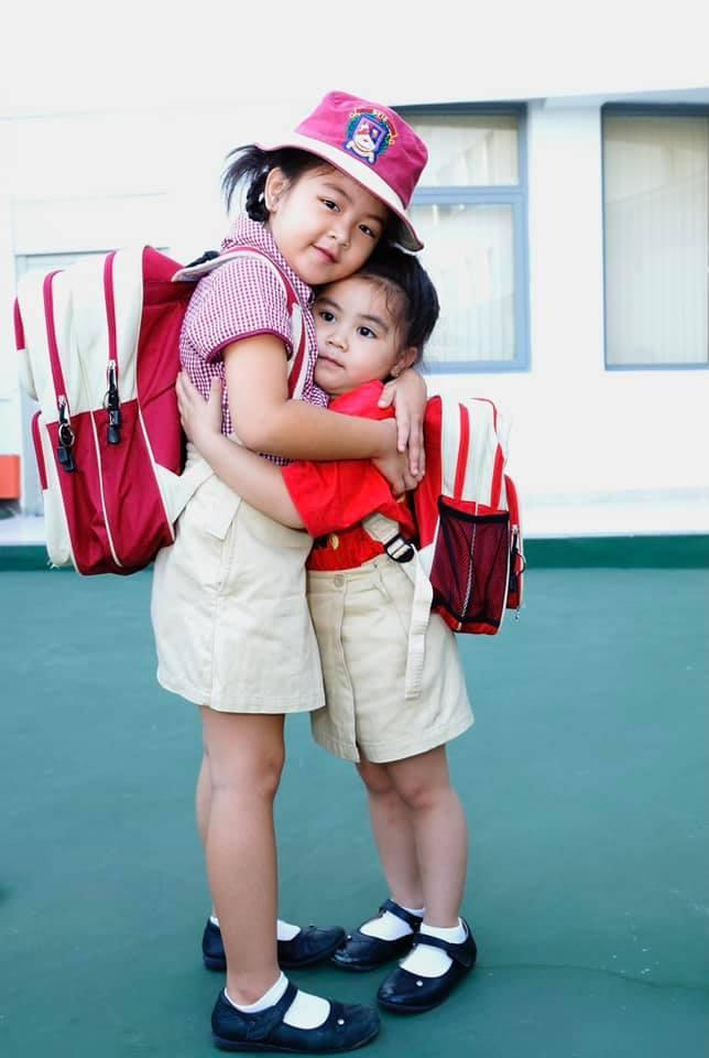 Hình ảnh thay đổi sau 10 năm của hai con gái Quyền Linh: Ngày nào còn bé xíu giờ đã là 2 thiếu nữ xinh đẹp  - Ảnh 1.