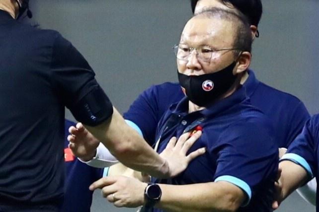 """""""Chung kết"""" Việt Nam - UAE: HLV Park Hang-seo bị cấm chỉ đạo dưới mọi hình thức, nhưng người hâm mộ vẫn có thể yên tâm vì điều này - Ảnh 1."""