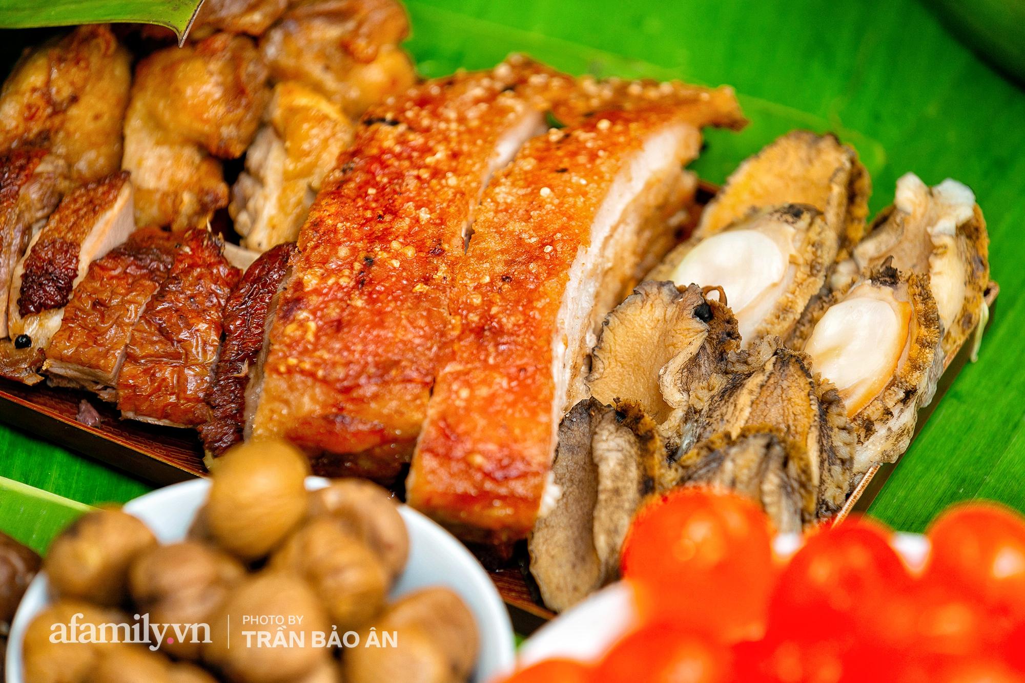 Tết Đoan Ngọ tại lò bánh Bá Trạng lâu đời nhất Sài Gòn, một cặp bánh có giá lên tới 1 triệu đồng với bào ngư, heo quay, sò điệp mà một năm chỉ được ăn duy nhất 1 lần! - Ảnh 2.