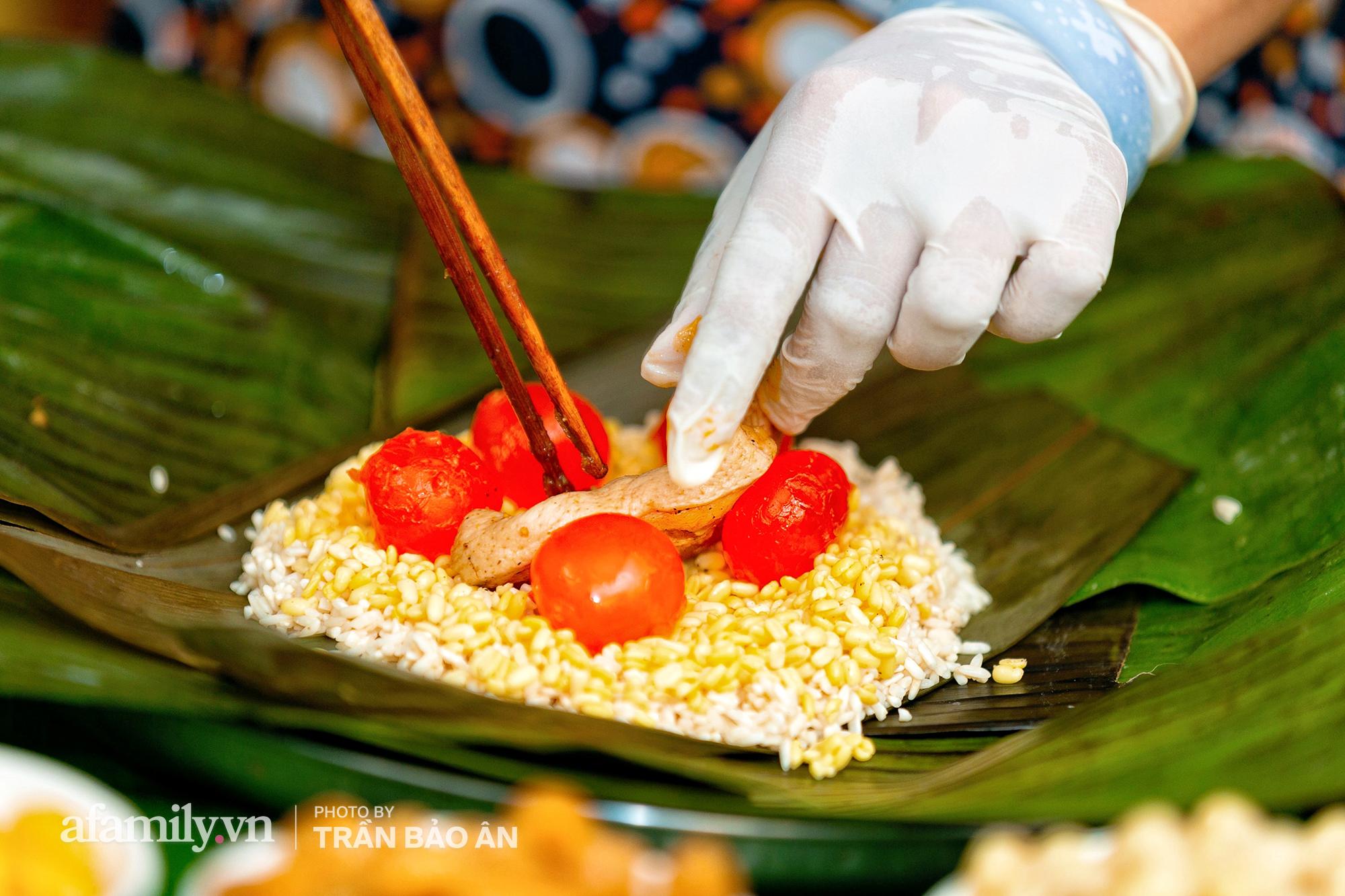 Tết Đoan Ngọ tại lò bánh Bá Trạng lâu đời nhất Sài Gòn, một cặp bánh có giá lên tới 1 triệu đồng với bào ngư, heo quay, sò điệp mà một năm chỉ được ăn duy nhất 1 lần! - Ảnh 6.