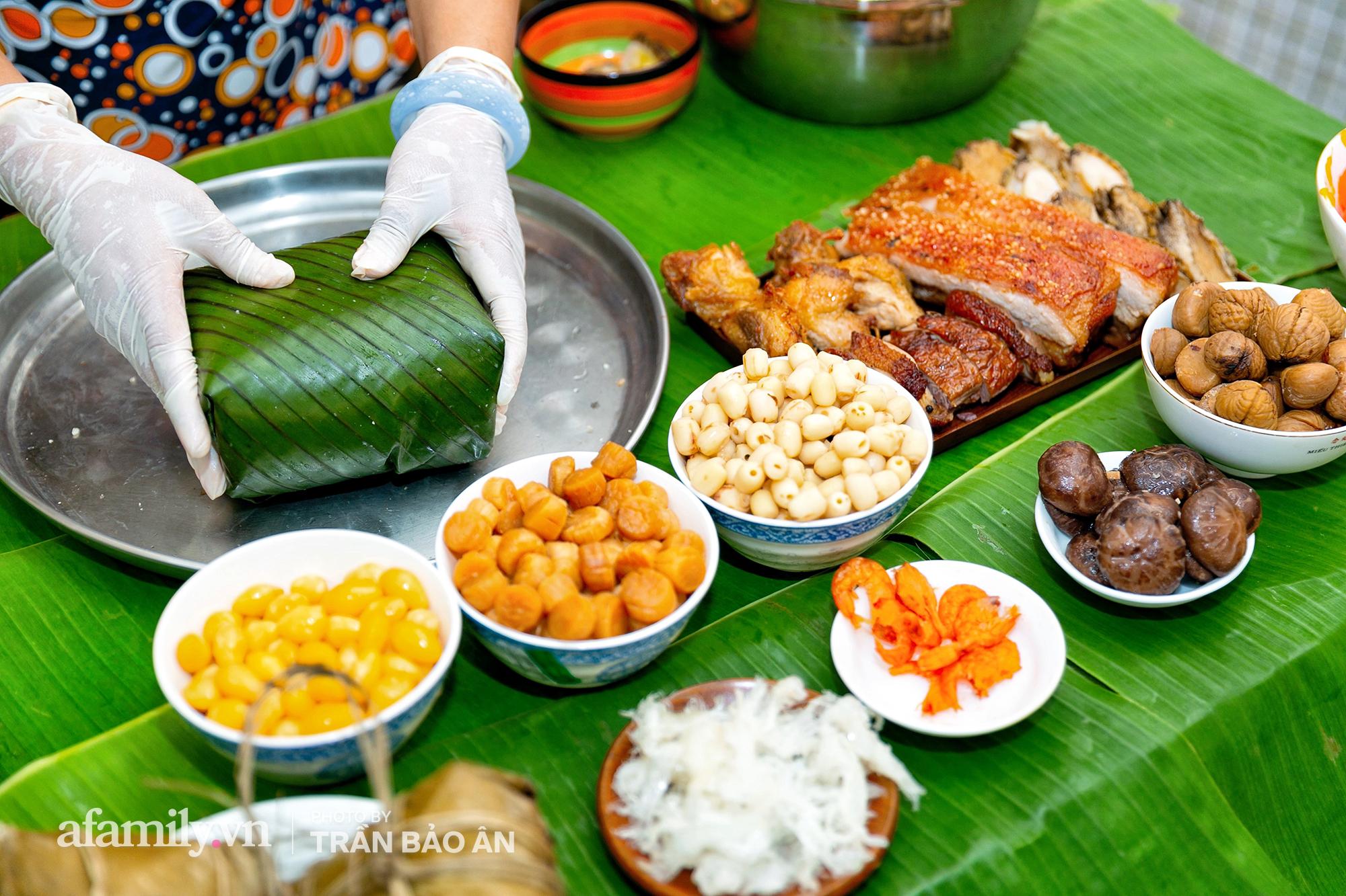Tết Đoan Ngọ tại lò bánh Bá Trạng lâu đời nhất Sài Gòn, một cặp bánh có giá lên tới 1 triệu đồng với bào ngư, heo quay, sò điệp mà một năm chỉ được ăn duy nhất 1 lần! - Ảnh 10.
