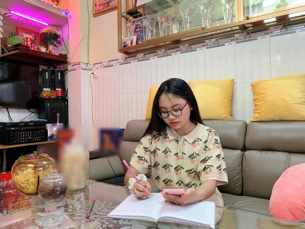 """Căn nhà Phương Mỹ Chi mua cho bố mẹ năm 12 tuổi: Bình dân khó tin, ấn tượng nhất là phòng riêng màu """"hường phấn"""" - Ảnh 2."""