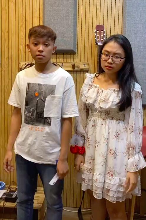 Lộ clip Phương Mỹ Chi cầm tiền đứng cùng Hồ Văn Cường, cách nữ ca sĩ gọi Hồ Văn Cường gây chú ý - Ảnh 3.