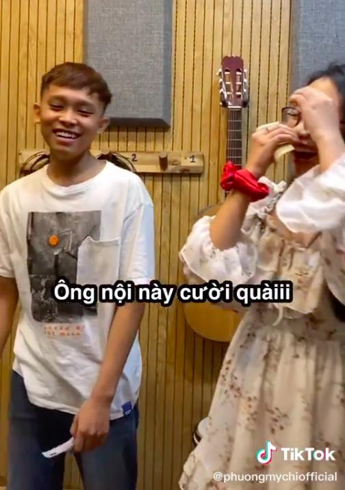 Lộ clip Phương Mỹ Chi cầm tiền đứng cùng Hồ Văn Cường, cách nữ ca sĩ gọi Hồ Văn Cường gây chú ý - Ảnh 4.