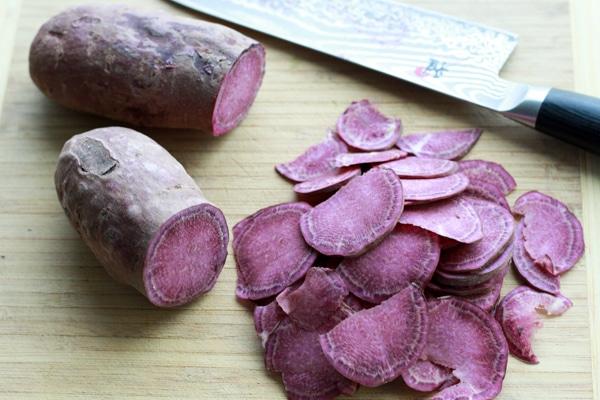Giải cứu khoai lang tím xong thì làm ngay món snack giòn rụm này bằng nồi chiên không dầu các chị em nhé  - Ảnh 2.