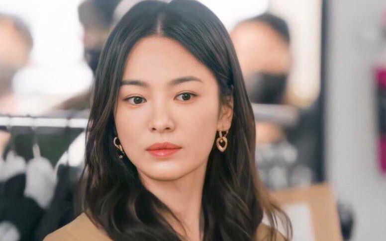 """Netizen """"choáng"""" trước độ nổi tiếng khủng khiếp của Song Hye Kyo, chỉ một hành động nhỏ thu về 4 triệu lượt tìm kiếm"""